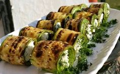 Karatay Yemekleri: Peynirli Izgara Kabak Rulo Karatay Dishes: Grilled Zucchini Roll with Cheese Salad Recipes, Diet Recipes, Cooking Recipes, Healthy Recipes, Vegetable Dishes, Vegetable Recipes, Turkish Recipes, Ethnic Recipes, Zucchini Sticks