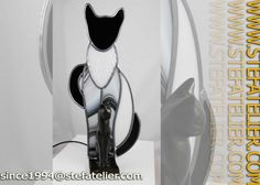 lampe chat noir et blanc en vitrail par Stef Atelier