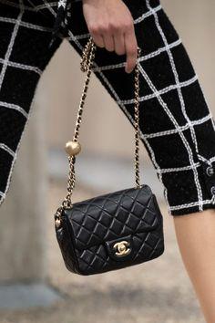 Chanel at Paris Fashion Week Spring 2020 - Details Runway Photos accessories 2020 Chanel at Paris Fashion Week Spring 2020 Best Handbags, Chanel Handbags, Fashion Handbags, Gucci Bags, Fashion Bags, Leather Handbags, Fashion Accessories, Fashion Trends, Luxury Bags