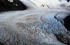 Glaciar Tunel http://101lugaresincreibles.com/2015/01/35-fotos-que-confirman-que-la-patagonia-austral-se-parece-los-paisajes-de-la-era-del-hielo.html