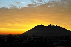 Majestuoso Cerro de la Silla, Monterrey, Nuevo Leon, Mexico.