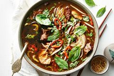 This soup a rich bowl of goodness was originally served by vendors in canoes as they paddled the canals of Bangkok hence the name 'boat noodles'. Healthy Soup Recipes, Appetizer Recipes, Cooking Recipes, Healthy Dinners, Kitchen Recipes, Cooking Ideas, Beef Recipes, Dinner Recipes, Thai Noodle Soups