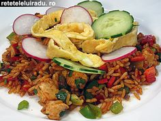 Omelette, chicken and vegetables rice