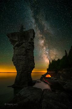 Sleepless on FlowerPot Island on 500px by Henry Liu, Toronto, Canada ☀ NIKON D800E-f/2.8-25s-14mm-iso4000, 721✱1080px-rating:99.0