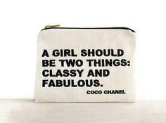 Citations de Chanel pochette / sac avec citation de Coco Chanel / embrayage avec citation citation brodée / inspiration / chic et fabuleuse Chanel