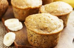 Best Banana Muffins in the World. This easy muffin recipe is so simple to bake that is is a perfect for those who have little to no experience in the kitchen. These moist muffins are a great breakfast recipe, but they also make nice after school snacks. Yogurt Recipes, Banana Recipes, Muffin Recipes, Healthy Breakfast On The Go, Breakfast Recipes, Dessert Recipes, Breakfast Muffins, Mini Muffins, Banana Breakfast