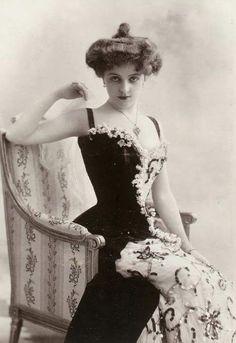 "I just love the ""Gibson Girl"" look. Vintage Photos Women, Photo Vintage, Vintage Photographs, Vintage Ladies, 1890s Fashion, Edwardian Fashion, Vintage Fashion, Edwardian Era, Women's Fashion"