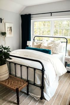Easy Bedding Ideas and Curtain Panel Tips Classic white guest room Explore this effortless modern neutral farmhouse with fluffy white bedding an iron bed frame and coastal rug bedroom beddingideas modernfarmhouse Modern Bedroom, Bedroom Decor, Contemporary Bedroom, Bedroom Black, White Bedding Decor, Wall Decor, Cozy White Bedroom, Green And White Bedroom, Colorful Bedding