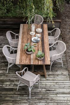 Table teck recyclé Roma Recycled teak table effect old barn and wicker rattan garden armchai Garden Furniture, Outdoor Furniture Sets, Outdoor Decor, Table Teck, Teak Table, Garden Table, Organic Gardening, Urban Gardening, Home Furnishings
