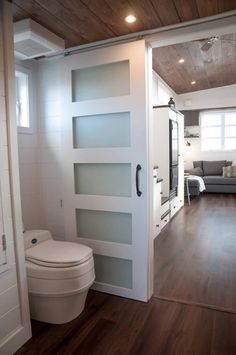 Laurier Wide Tiny House by Minimaliste This is the Laurier Tiny House on Wheels by Minimaliste. It's a tiny home that's wide and long. As you may already know, Minimaliste designs and builds m… Modern Tiny House, Tiny House Cabin, Tiny House Living, Tiny House Plans, Tiny House On Wheels, Tiny House Design, Tiny Houses, Minimaliste Tiny House, Tiny House Bathroom