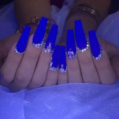 One Of The Biggest Celebrities Trend Right Now Coffin nails long started as a trend amongst celebrities, but have since Bling Acrylic Nails, Blue Coffin Nails, Best Acrylic Nails, Bling Nails, White Nails, Swag Nails, Bling Nail Art, Rhinestone Nails, Blue Nails Art