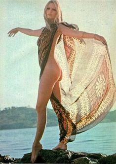 Brigitte Bardot, Bridget Bardot, Timeless Beauty, Classic Beauty, Julie Christie, Beautiful People, Beautiful Women, Pin Up, Hippie Man