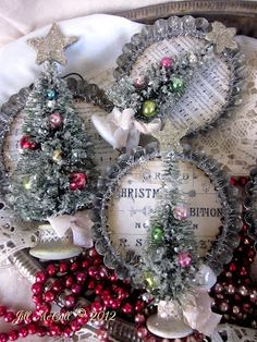 bottle brush and tart tin ornaments Vintage Christmas Crafts, Christmas Ornaments To Make, Homemade Christmas, Christmas Projects, Winter Christmas, Holiday Crafts, Christmas Holidays, Christmas Wreaths, Christmas Decorations