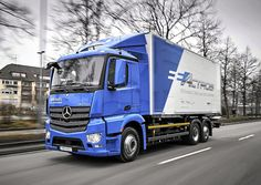 In 2016 Mercedes-Benz Trucks became the first manufacturer in the world with a heavy-duty electric truck. The technology pioneer is now taking the logical next step: putting its electric truck, the eActros, out on the road with customers. Borne De Recharge, Ev Charging Stations, Electric Truck, Toyota, Mercedes Benz Trucks, Sales And Marketing, Big Trucks, Nct, The Unit