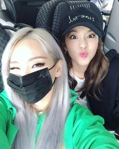 CL (Chaerin Lee) & Dara (Sandara Park) - 2NE1