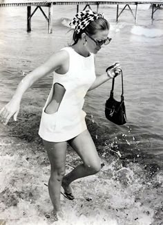 Natalie Wood was an American Actress who drowned in Her death was initially ruled an accident but in 2018 it was reclassified as a suspicous death Hollywood Glamour, Old Hollywood, Hollywood Actresses, 1960s Fashion, Vintage Fashion, Vintage Style, Retro Style, Natalie Wood, Celebs