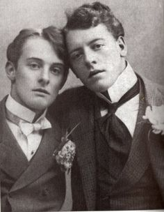 Lord Alfred Douglas and Oscar Wilde were supposedly involved in a clandestine affair. Persecution and prosecution by Lord Douglas, the father, destroyed Oscar Wilde and ultimately led to his early death a shattered man. Oscar Wilde, a favorite author. Lord Alfred Douglas, John Douglas, Fotografia Social, The Last Summer, Oscar Wilde, Interesting History, Before Us, Gay Couple, Vintage Pictures