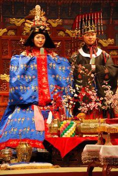 For more wedding INFO contact www.piperstudios.com (905) 265-1555korean wedding #혼례식 #전통혼례 #신부 #Toronto #Piperstudios #notmine #photography #videography #Korean #Koreanwedding #traditional #Formal #Wedding #bridal #hanbok #bride #royal #royalwedding