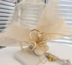 mpez mpomponiera me xryses kardies Greece Wedding, Happy Day, Luxury Wedding, Wedding Centerpieces, Party Favors, Nail Designs, Reusable Tote Bags, Place Card Holders, Party Ideas