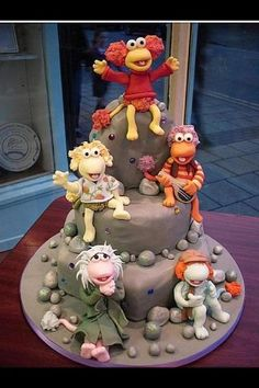 Okay. I KNOW it isn't a wedding cake, but how can you NOT pin a Fraggle Rock cake?! This is flippin' AWESOME! But where is Uncle Traveling Matt???