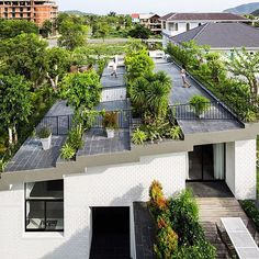 A large tiered garden forms the roof of this house in the coastal Vietnamese city Nha Trang, which architect Vo Trong Nghia designed in partnership with former colleague Masaaki Iwamoto. Find out more on dezeen.com/tag/vietnam #architecture #greenroofs #Vietnam Photograph by Hiroyuki Oki.
