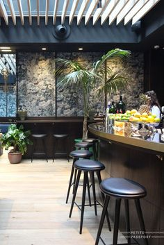 New in Madrid is the Tótem Hotel in Salamanca, a beautiful designed hotel by the same owners as Cap Rocat in Mallorca, Gecko Beach Club in Formentera, Hotel Viura in the Rioja area and Urso in Madrid. Tótem is located on a superb location if...