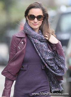 #PippaMiddleton Wears A White Spotted #Scarf In Chelsea
