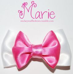 Because everybody wants to be a cat, heres an adorable mini inches) hair bow inspired by Marie from Disneys the Aristocats. This accessory is made from quality fabric ribbon and comes with an attached pinch clip. Ribbon Hair Bows, Fabric Ribbon, Bow Hair Clips, Disney Crafts, Disney Diy, Walt Disney, Diy Hairstyles, Pretty Hairstyles, Ariel Hair