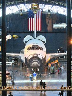 "Udvar-Hazy Center  Space Shuttle ""Discovery"""