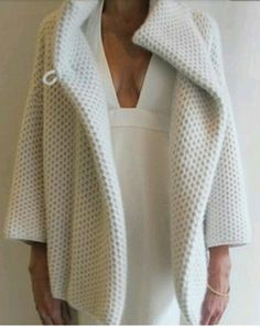 Jussara Lee - obsessed with this cashmere shrug. I'm afraid to know how much it costs. Diy Knitting Projects, Knitting Designs, Knitting Patterns, Hello Kitty Imagenes, Crochet Wool, Knitted Coat, Knit Jacket, Easy Knitting, Crochet Fashion
