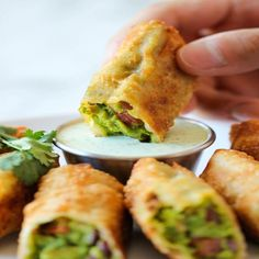 Cheesecake Factory Avocado Egg Rolls - It's so much cheaper to make right at home and it tastes a million times better too! (Try making the filling to use with baked tortilla chips instead of making egg rolls) Appetizers For Party, Appetizer Recipes, Simple Appetizers, Easter Appetizers, Delicious Appetizers, Fondue Recipes, Cheesecake Factory Copycat, Cheesecake Factory Avocado Eggroll Recipe, Cheescake Factory