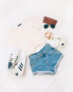 Look at our magnificent variety of women's outfit at North american Eagle Outfitters. Teenage Outfits, Teen Fashion Outfits, Stylish Outfits, Womens Fashion, Fashion Trends, Fashion 2017, Latest Fashion, Fashion Tips, American Eagle Outfits