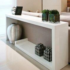 """Belíssimo aparador para sala de estar. Uma solução para quem não deseja expor as """"costas"""" do sofá Inspire-se!. Projeto @mariana_lobo"""