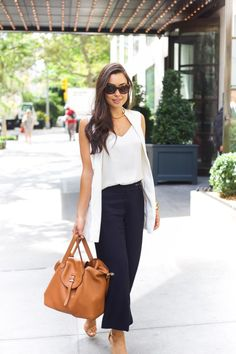 Navy Culottes. Culottes Outfit Summer, Summer Work Outfits, Casual Fall Outfits, Sleeveless Blazer Outfit, White Vest Outfit, Long Vest Outfit, Western Outfits, Look Fashion, Fashion Outfits