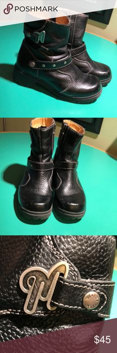 Milwaukee Motorcycle Black Leather Zippered Boot 8 A couple knicks on toes. Otherwise great Condition. 1.75 inch heels. Monogrammed Silver Hardware. Sz 8. Leather Uppers. Rubber Soles. Zippered. Ankle Moto Boots Milwaukee Motorcycle Shoes Combat & Moto Boots