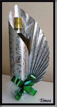 Signature bottle gift wrapping by Neelam Meetcha The Gift Wrapping Expert Creative Gift Baskets, Creative Gift Wrapping, Creative Gifts, Wrapping Ideas, Wine Bottle Gift, Wine Bottle Crafts, Wine Gifts, Halloween Crafts, Christmas Crafts