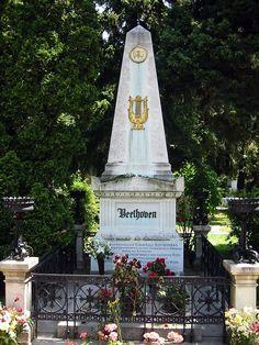 http://www.wikiwand.com/fr/Cimetière_central_de_Vienne