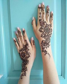 Ten Gorgeous Wedding-Day Henna Designs You Need To See- henna These gorgeous, intricate designs will inspire any bride looking to wear henna on her big day.Read more › Henna Tattoo Designs, Henna Tattoos, Henna Tattoo Hand, Henna Body Art, Henna Mehndi, Henna Art, Henna On Hand, Best Mehndi, Foot Henna