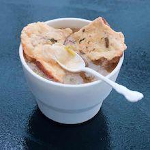 Løk og salvie suppe