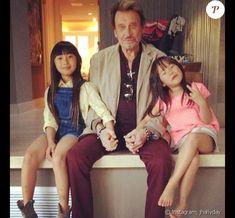 Johnny Hallyday avec ses filles Jade et Joy sur Instagram, le 14 avril 2014. Jade Et Joy, Johnny Halliday, Jean Philippe, Laetitia, Christian Audigier, Michelle Obama, Boss, Cinema, Hipster