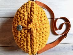 Ocher (yellow) reticule for the summer, perfect for every girl. It's light and small and round like the planet. Yarn Bag, Summer Trends, Every Girl, My Bags, Real Leather, Knitted Hats, To My Daughter, Yellow, Knitting
