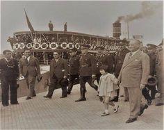 Gazi Mustafa Kemal Atatürk, Ankara' dan İstanbul'a son gelişinde, Haydarpaşa Garından ayrılırken. 27 Mayıs 1938,