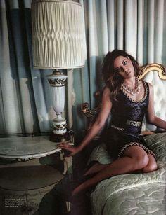 Aubrey Plaza wearing Moschino F/W14 by Jeremy SCOTT on NYLON September issue!