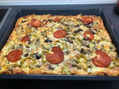Calzone, Greek Recipes, Hawaiian Pizza, Pepperoni, Vegetable Pizza, Deserts, Vegetables, Cooking, Food