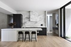 Seymour Ave by Tom Robertson Architects – Project Feature Luxury Interior Design, Interior Styling, Interior Architecture, Splashback, Modern Dining Chairs, Black Kitchens, Kitchen Styling, Counter Stools, Soft Furnishings