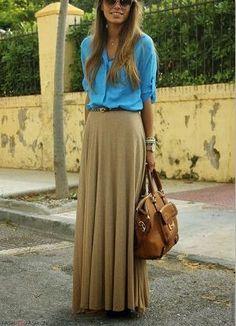 デニムシャツとベージュロングスカートのコーデ。おすすめの人気モテ ロングスカートのトレンド一覧です♡