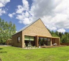 nowoczesny dom z elewacja ze starej cegły Pergola, Construction, Country Living, Garden Design, Arch, Sweet Home, New Homes, Cottage, Exterior