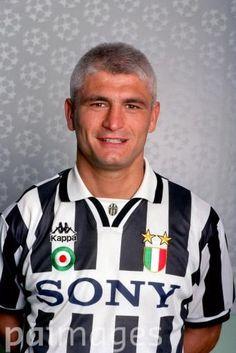 Fabrizio Ravanelli World Football, Sport Football, Football Players, Juventus Wallpapers, Cr7 Juventus, Roberto Baggio, Vintage Football, Old Women, Nostalgia