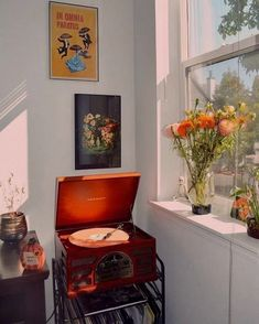 Aesthetics A room should never allow the eye to settle in one place. It should smile at you and create fantasy home decor decoration salon decoration interieur maison My New Room, My Room, Uo Home, Style Deco, Aesthetic Bedroom, Retro Home Decor, Home And Deco, Dream Rooms, Home Interior