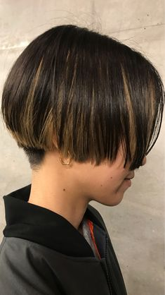 Short Hair Tomboy, Short Hair Dos, Very Short Hair, Edgy Hair, Long Curly Haircuts, Short Hairstyles For Women, Short Haircut Styles, Long Hair Styles, Long Hair Highlights